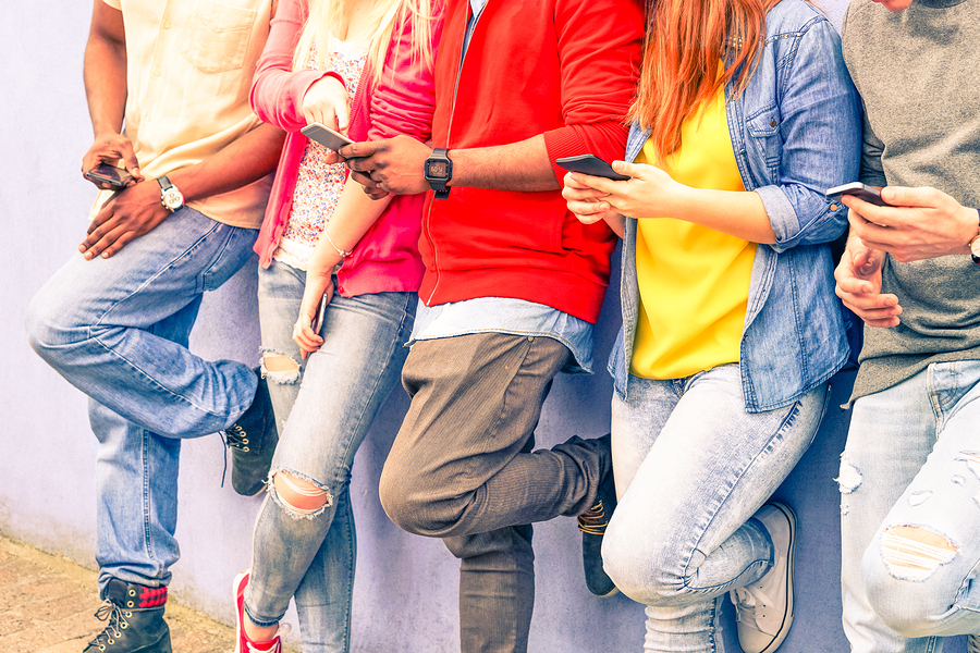 Teens in-app messaging chat - liveworld